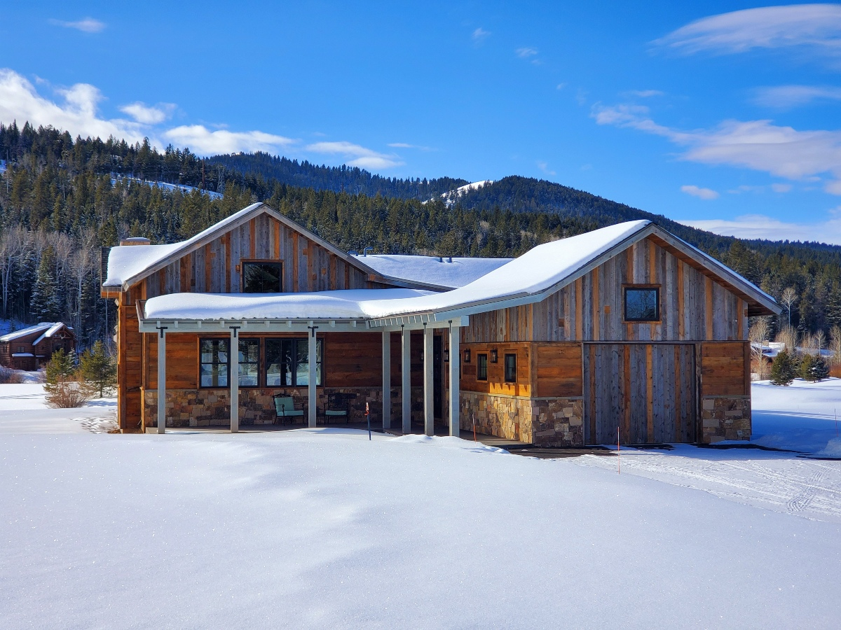 Huckleberry Log Cabin for Rent - Victor Idaho